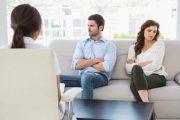 اگر مدام با همسرتان مشاجره دارید مراجعه به زوج درمانگر را به شما توصیه میکنیم